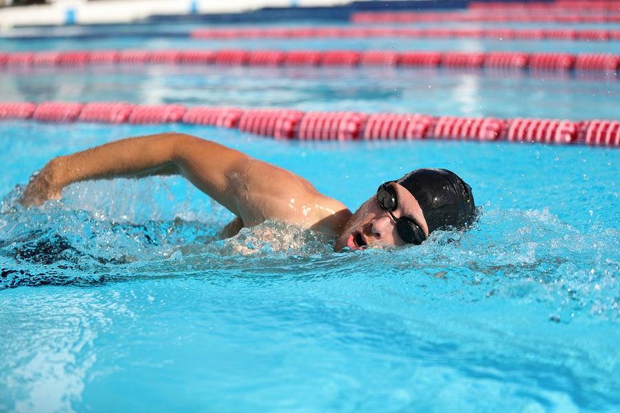 Uno de los errores que cometemos al nadar tiene que ver con la longitud de la brazada.
