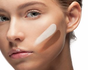 Aplicar la base de maquillaje correcta