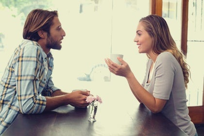 pareja aplicando la Inteligencia emocional para gestionar el estrés y la ansiedad