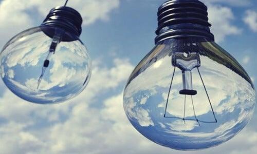 bombillas simbolizando el pensamiento crítico