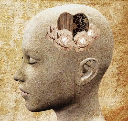 Cabeza que simboliza el mecanismo del pensamiento.