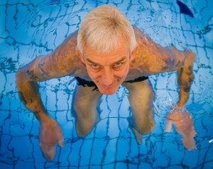 natación personas mayores