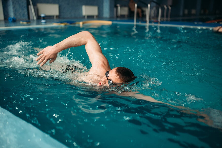 5 errores que cometemos al nadar