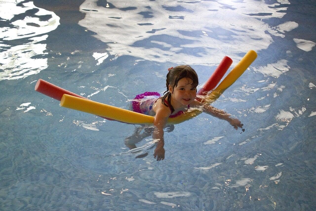¿Cómo enseñar a nadar a nuestros hijos?