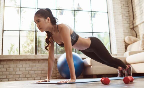 Las planchas son un ejercicio muy recomendado para la natación.