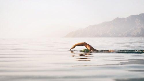 Nadar en mar abierto.