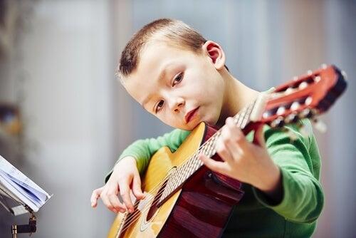 La importancia de los ejercicios de escalas para los guitarristas