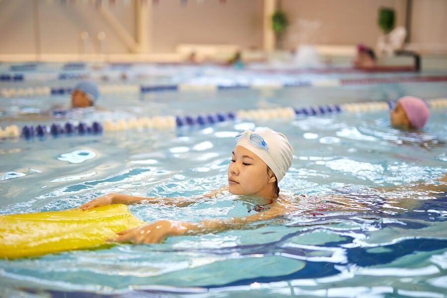 Elementos que puedes incluir en el entrenamiento de natación