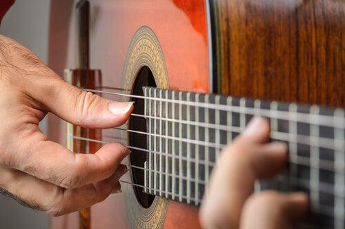 Mano derecha del guitarrista.