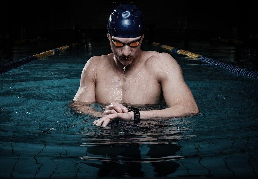 Cómo proteger los ojos y cabello al practicar natación