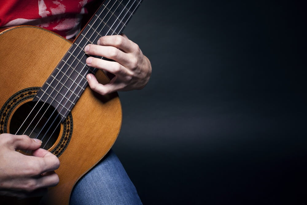 Postura de la mano izquierda en la guitarra