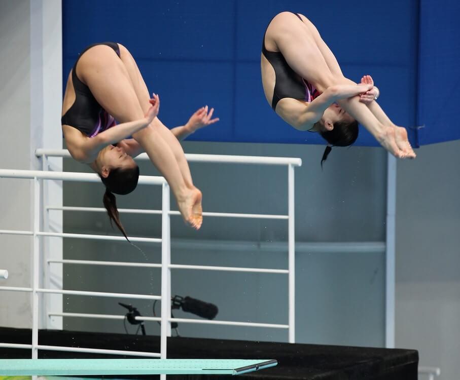 Competición de saltos en natación