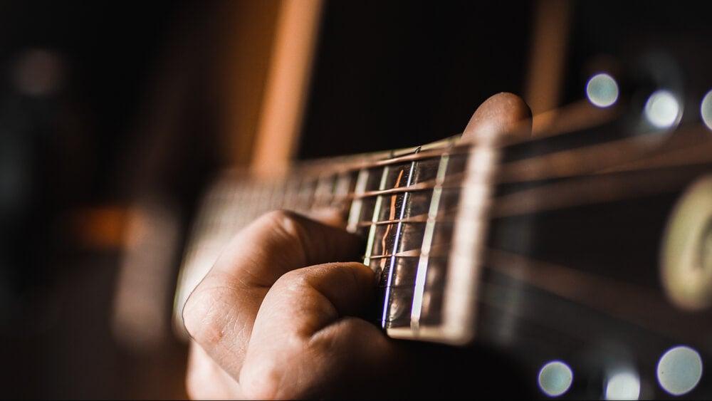 Guitarrista tocando