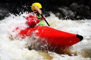 Las sanciones en el kayak existen para asegurar la competencia equitativa.