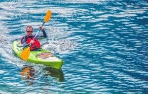 Practicar kayak