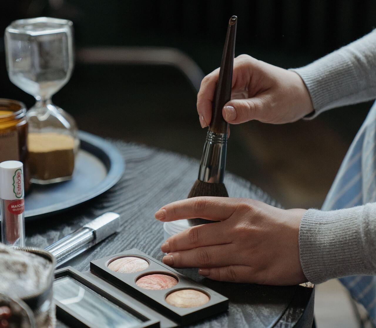 Maquillaje: polvos sueltos