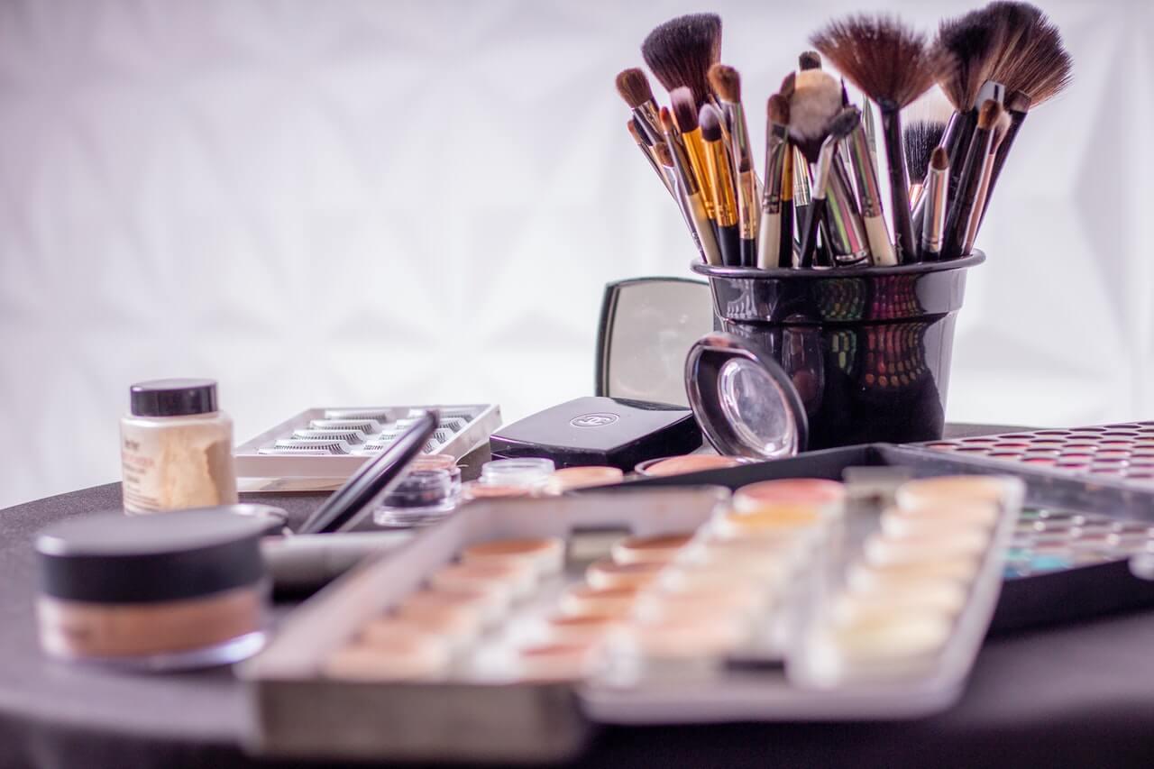 Productos de maquillaje en los que invertir durante las rebajas